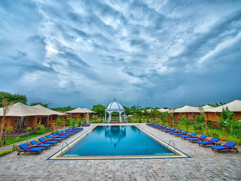 La superbe piscine du Bagan Lodge