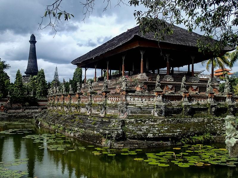 Halte à l'ancien Palais de justice de Klungkung paré de fresques magnifiques