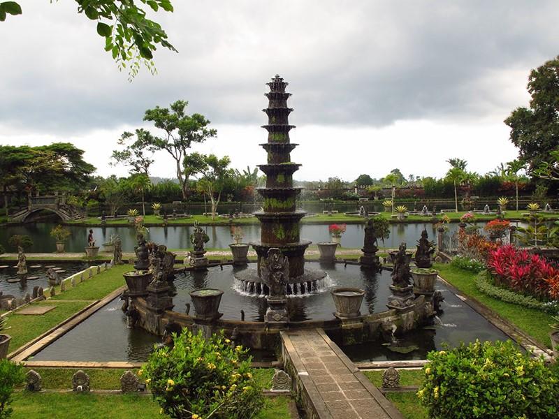 L'eau sacrée qui vient des sources de Tirta Gangga a toujours été considérée comme sacrée et sert encore aux cérémonies hindoues