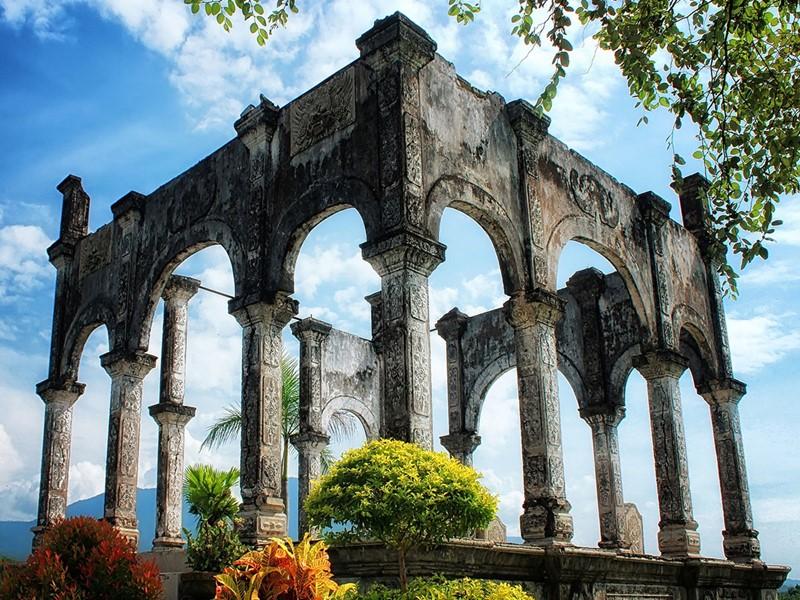 Visite du superbe palais aquatique de Taman Ujung construit par le roi Karangasem