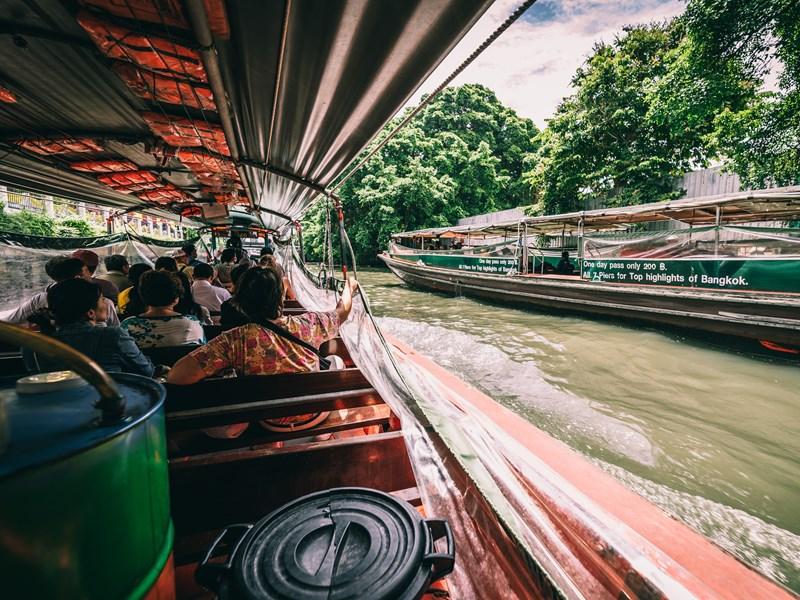 EmbarqueZ en famille sur un bateau pour partir à la découverte des klongs de Thonburi
