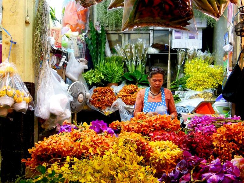 Pak Klong Talat sur lequel on trouve des fleurs