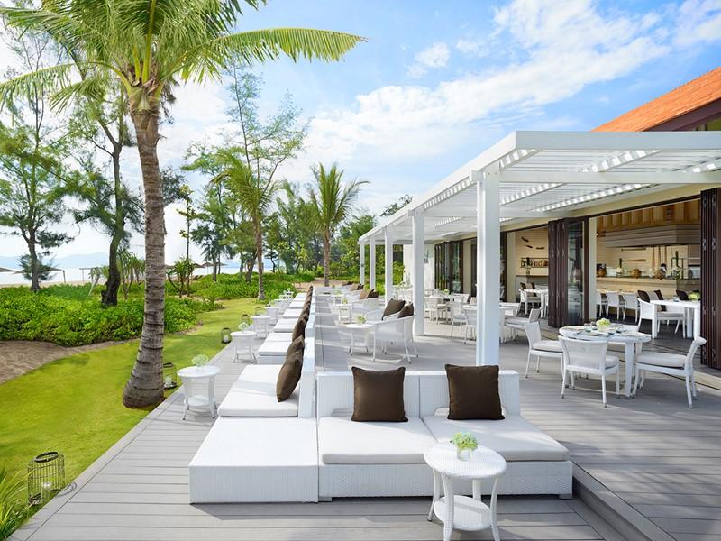 Le restaurant Azura de l'hôtel Banyan Tree Lang Co
