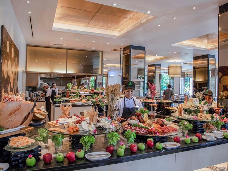 Profitez du buffet international du restaurant Watercourt