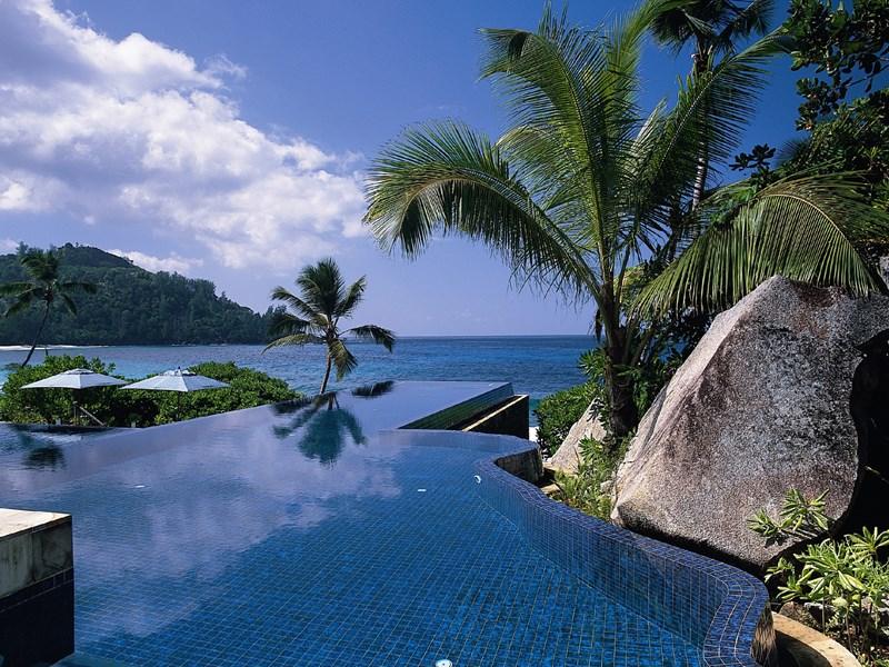 La piscine à débordement
