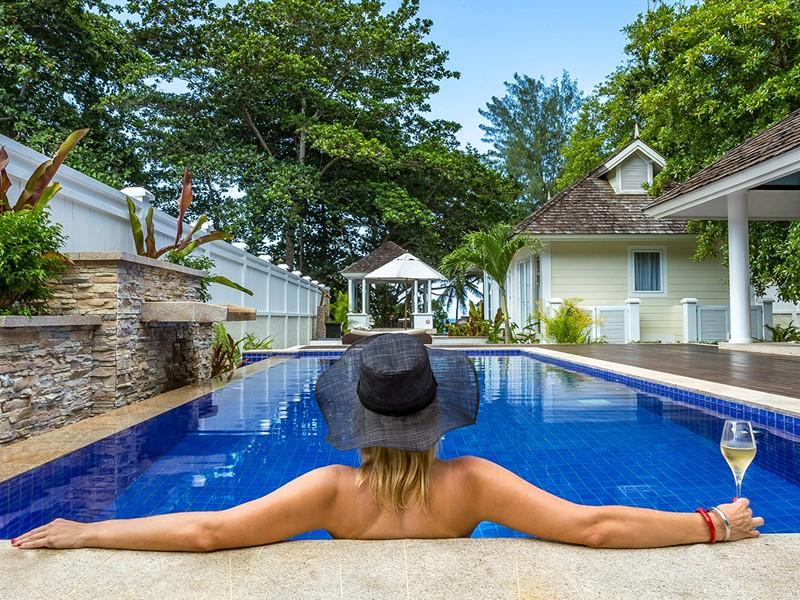 La piscine de la Two Bedroom Double Pool Beachfront Villa