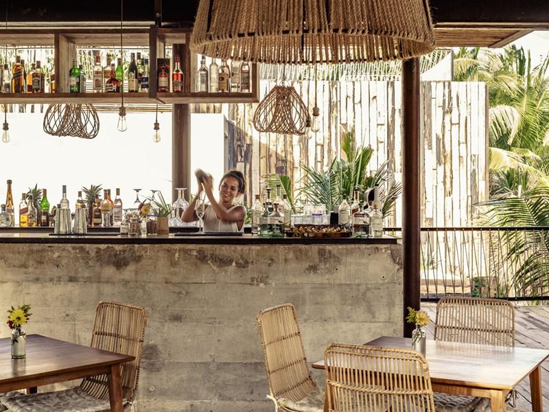 Sirotez des délicieux cocktails au Beach Bar du Be Tulum