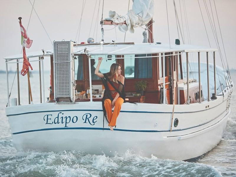 Naviguez à bord d'Edipo Re