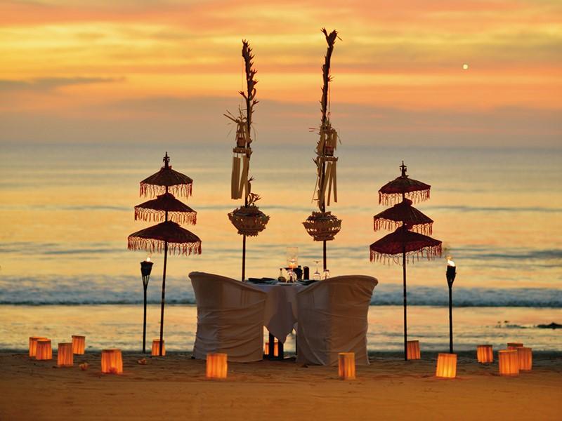 Dîner romantique sur la plage du Belmond Jimbaran