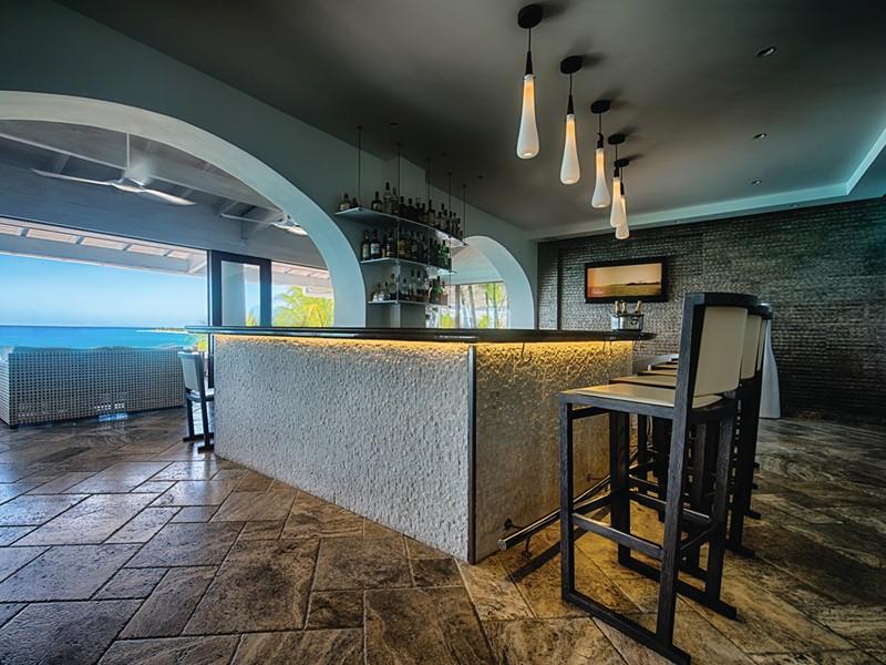 Le bar de l'hôtel Belmond La Samanna aux Antilles