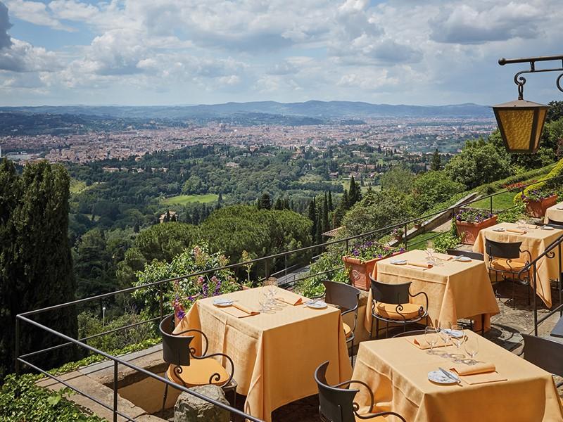 Délicieux mets toscans en pleine air au Belmond Villa San Michele