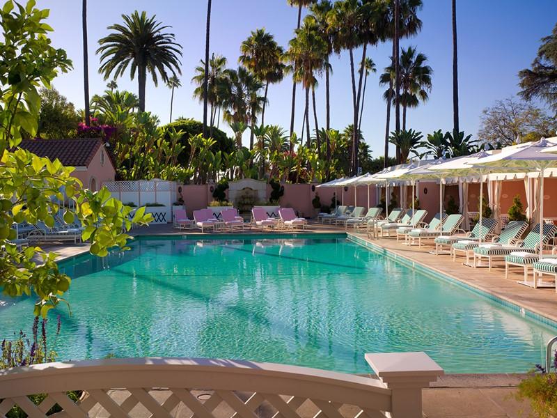 Vue d'ensemble de la magnifique piscine du Beverly Hills