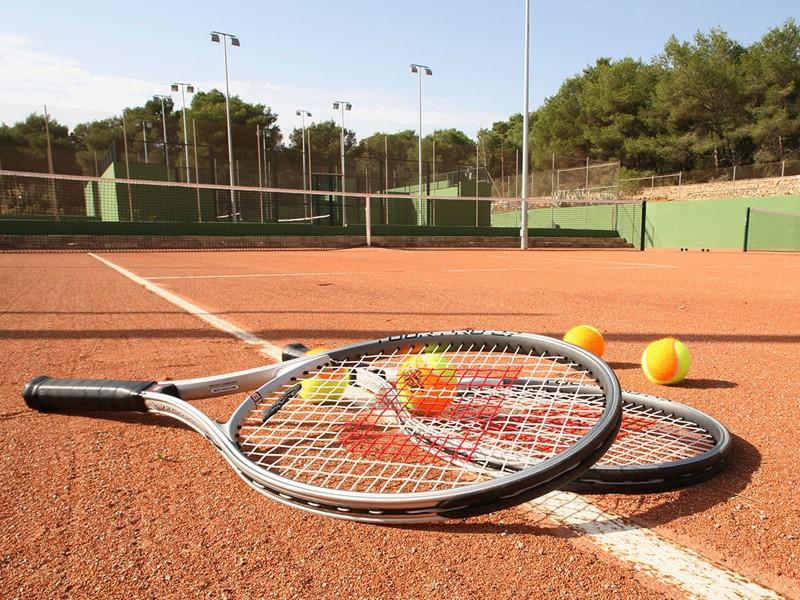 Le court de tennis du Blau Privilege PortoPetro