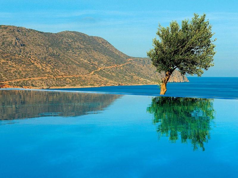 Vue sur les eaux cristallines de la Méditerranée au Blue Palace