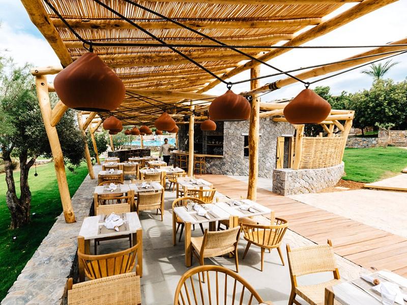 Le restaurant Isola Beach Club de l'hôtel Blue Palace