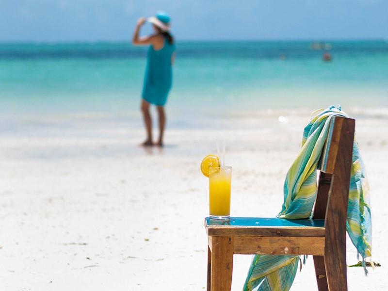 Rafraîchissez-vous sur la plage immaculée