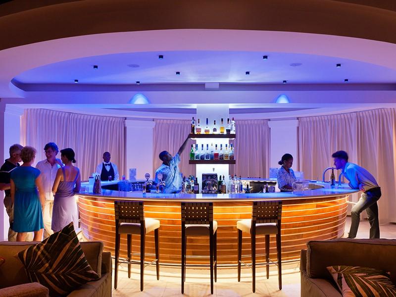 Rafraichissez vous au Clubhouse Bar du BodyHoliday
