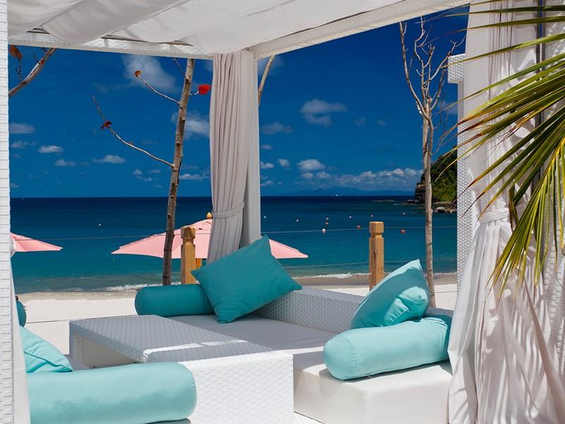 Superbe vue sur les eaux turquoise des Caraïbes depuis le BodyHoliday