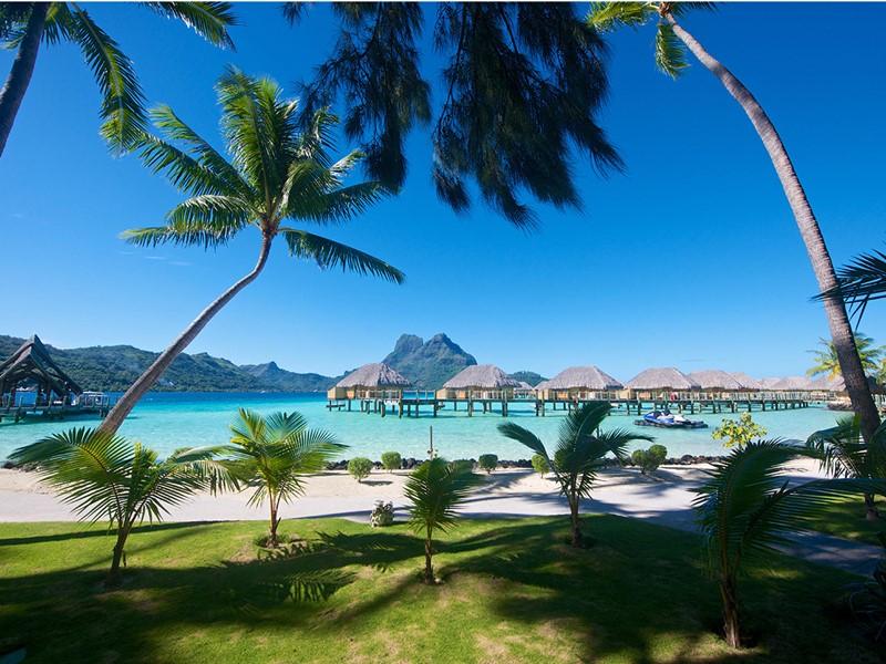 Vue de l'hôtel Pearl Beach Resort situé à Bora Bora