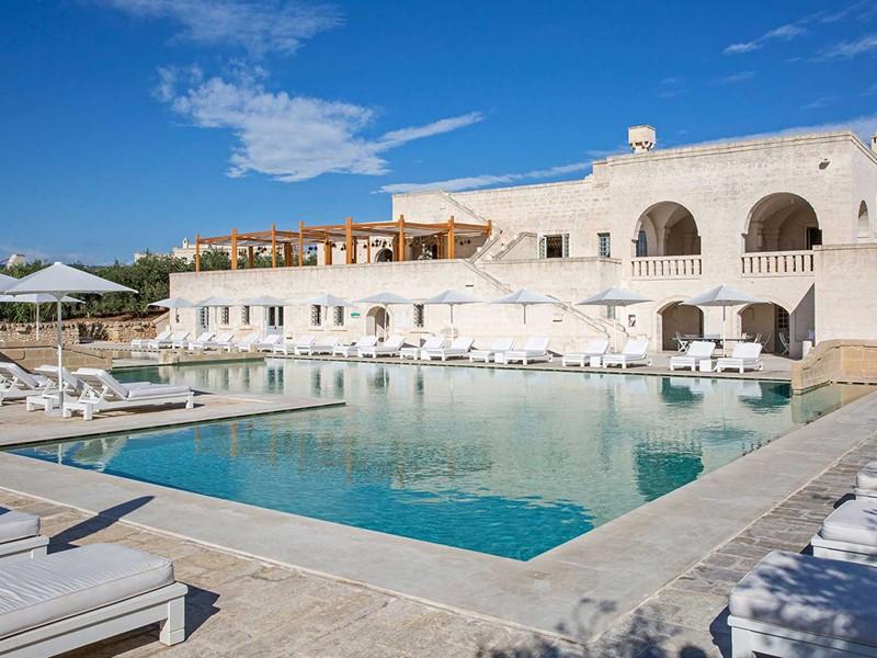 La superbe piscine du Borgo Egnazia