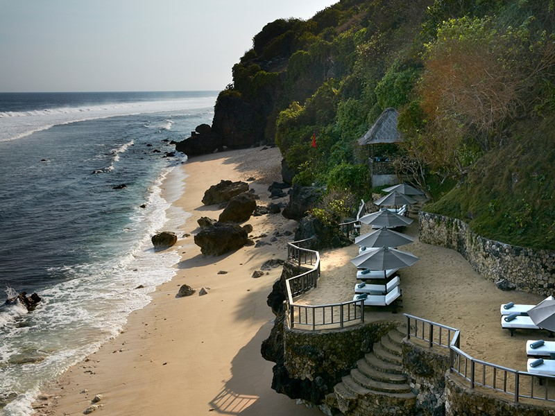 La plage du Bulgari Resort, face à l'océan