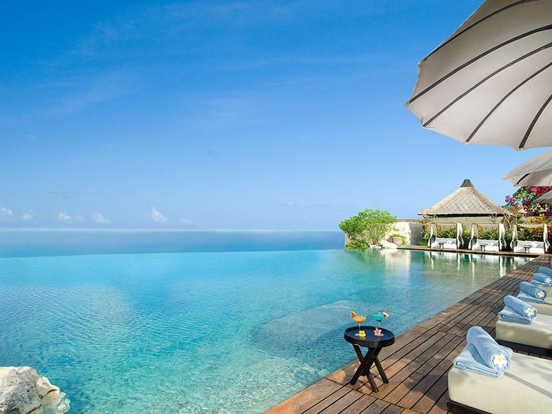 La piscine de l'hôtel Bulgari Resort