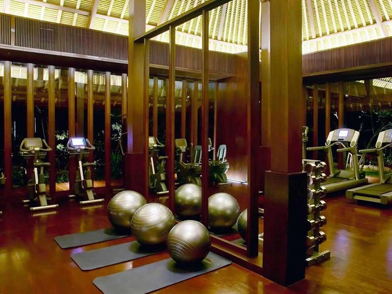 La salle de sport de l'hôtel de luxe Bulgari Resort