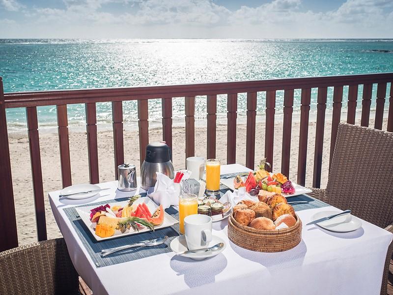 Petit déjeuner face à l'océan à l'hôtel C Mauritius