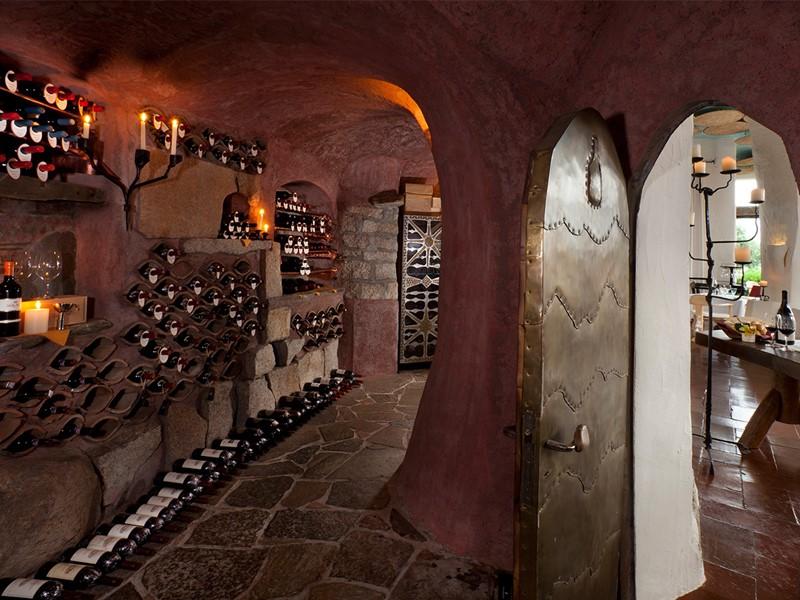 La cave à vin du Cala di Volpe en Italie