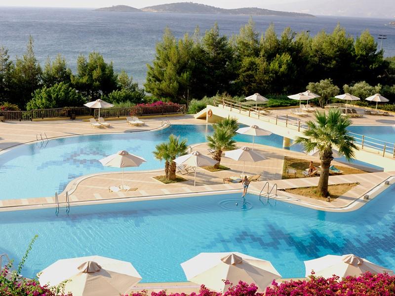 La superbe piscine du Candia Park Village en Crète