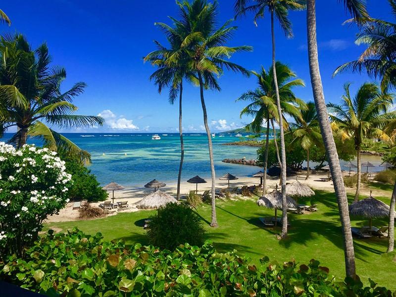 La superbe plage du Cap Est Lagoon aux Antilles