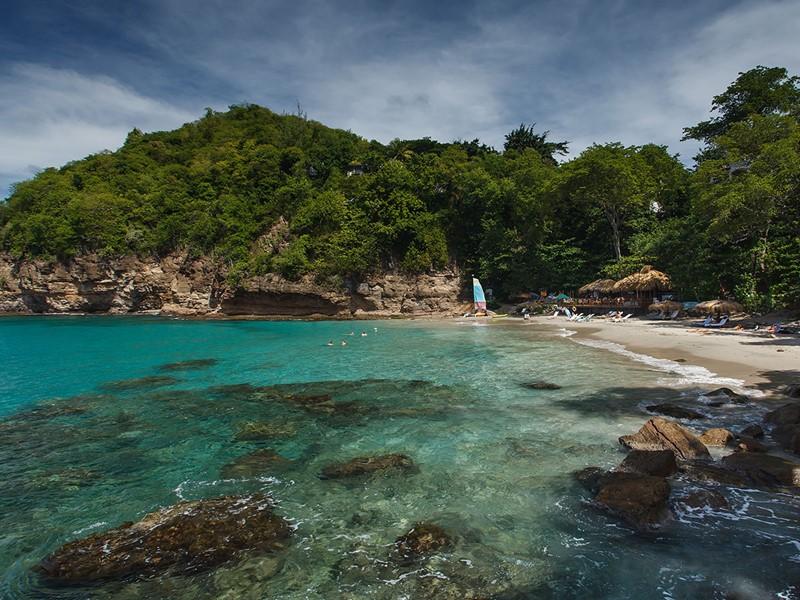 Accédez à l'une des plus belles plages de Sainte Lucie depuis le Cap Maison