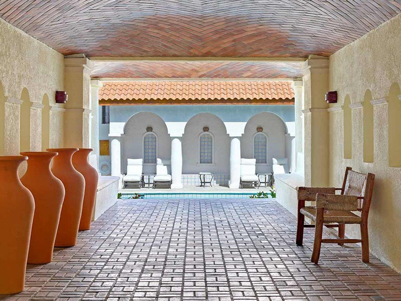 Architecture de style hacienda de l'hôtel Cap Maison