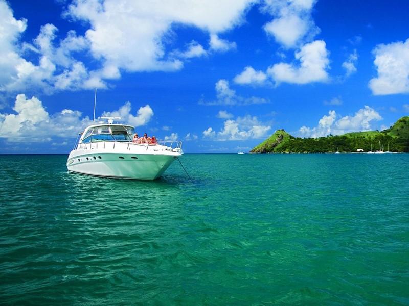 Naviguez sur les eaux claires de l'océan au Cap Maison