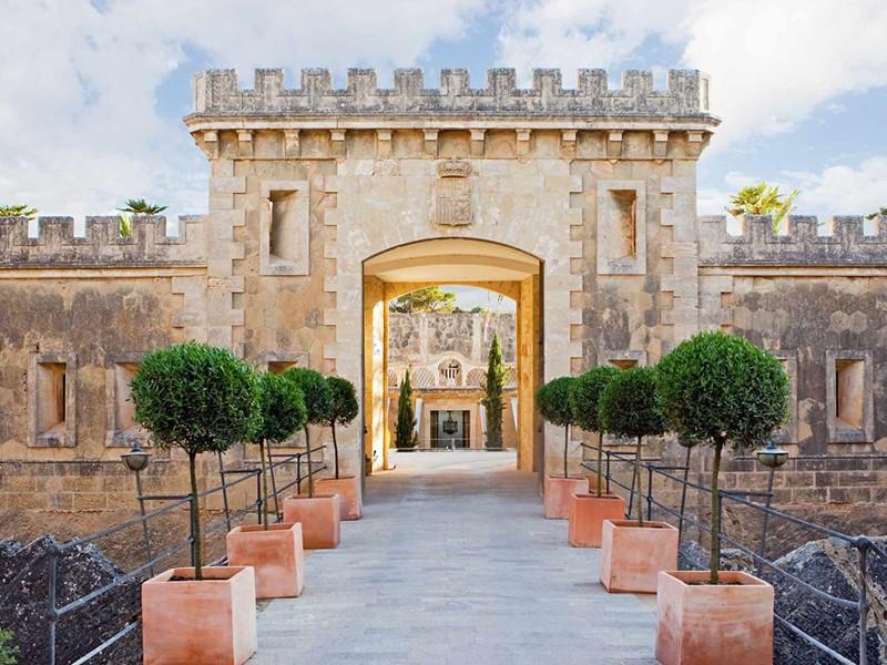 L'entrée de l'hôtel Cap Rocat à Majorque