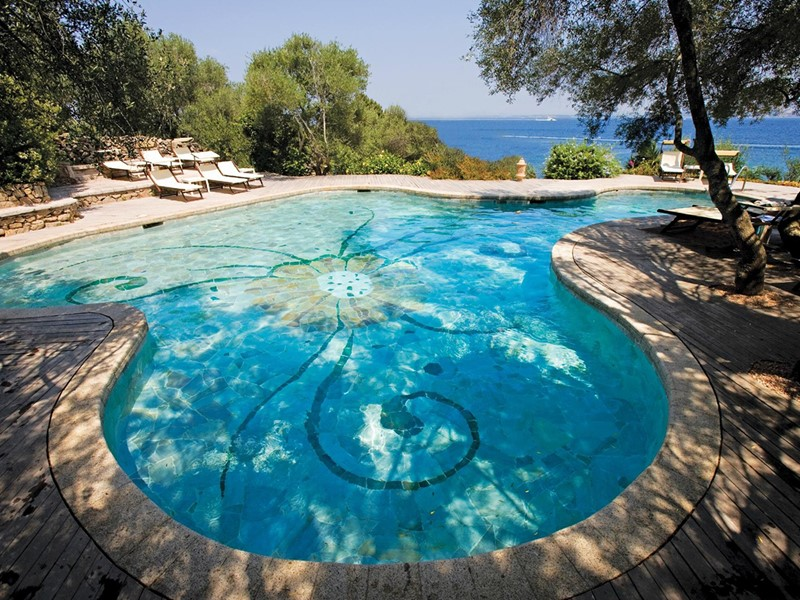 La superbe piscine du Capo d'Orso Thalasso & Spa