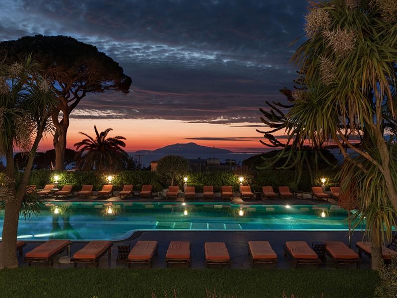 Autre vue de la piscine de l'hôtel Capri Palace