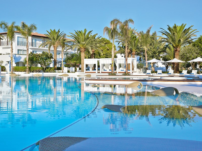 Piscine de l'hôtel Caramel Grecotel en Gréce