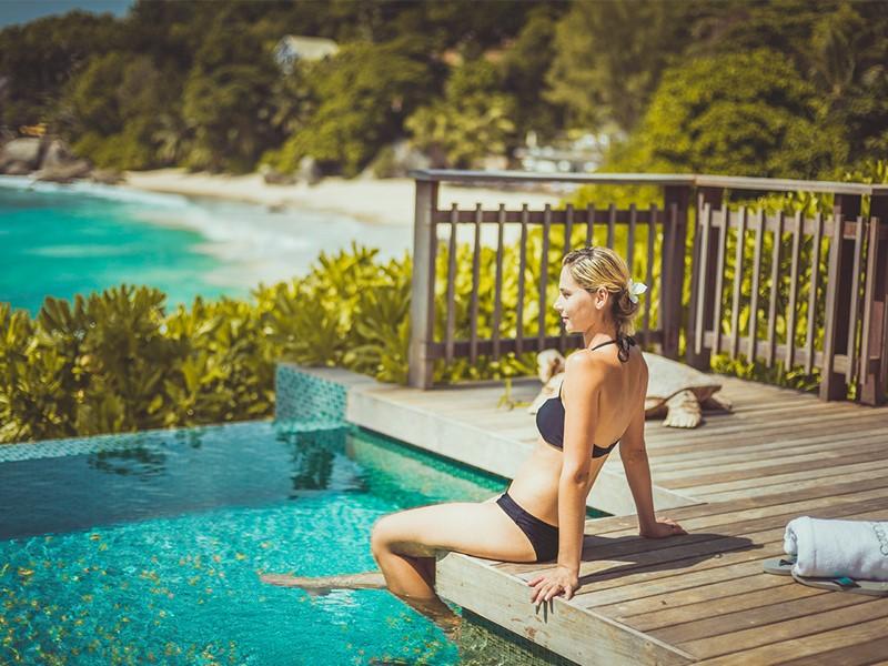 Vue époustouflante sur l'océan Indien depuis la piscine