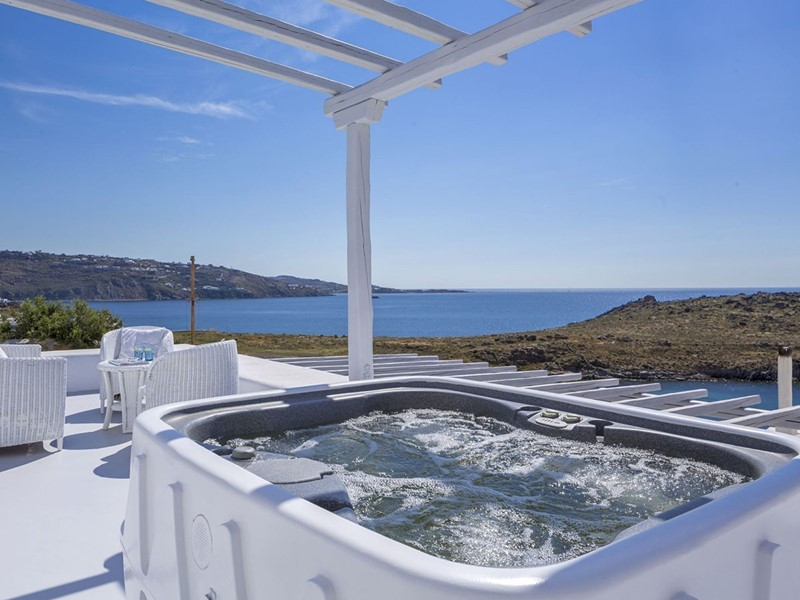 Superior Outdoor Jacuzzi Villa