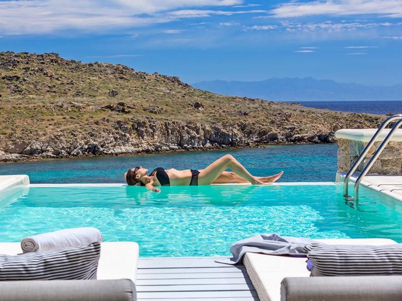 Profitez des sublimes piscines des villas du Casa Del Mar