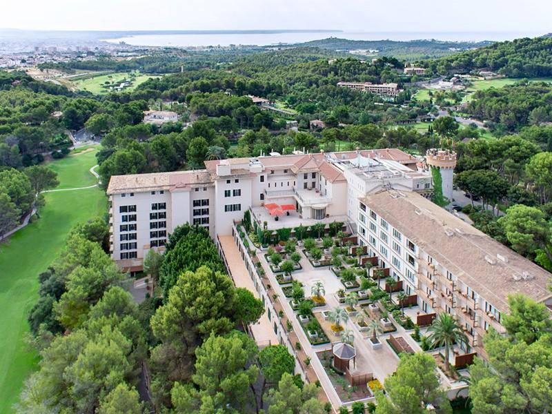 Vue aérienne du Castillo Hotel Son Vida aux Baléares