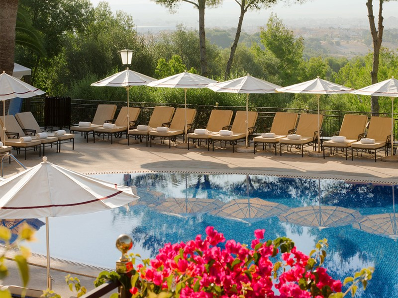La piscine du Castillo Hotel Son Vida aux Baléares