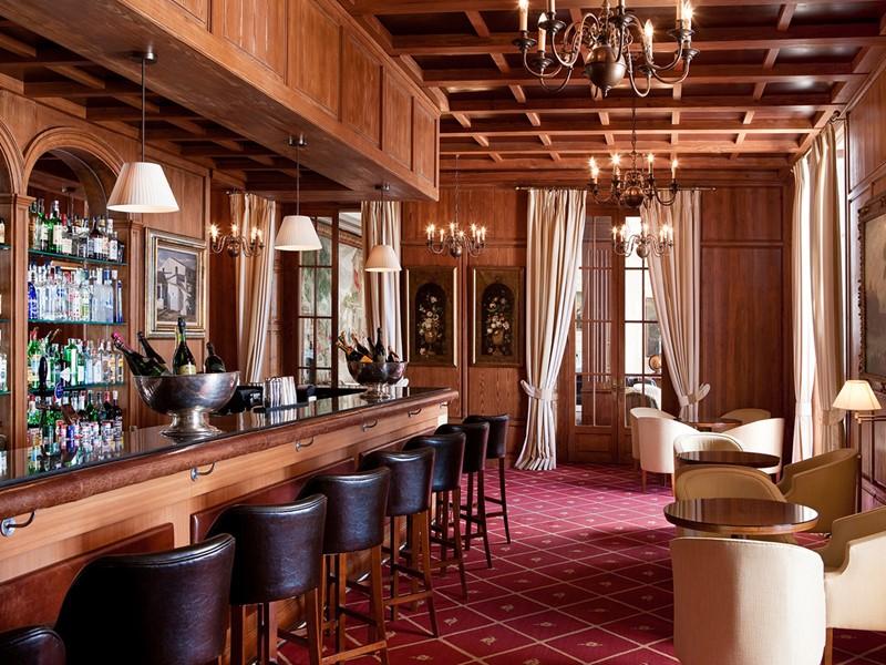 Le bar Armas du Castillo Hotel Son Vida aux Baléares