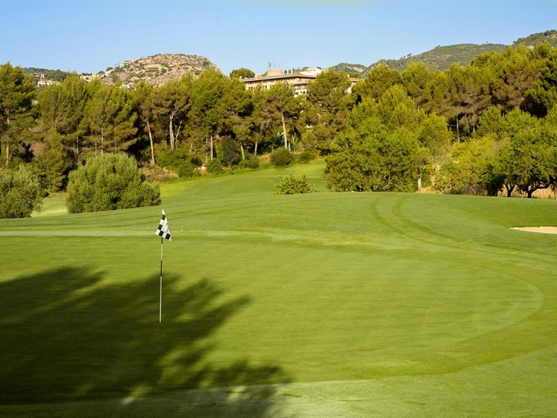 Le terrain de golf du Castillo Hotel Son Vida