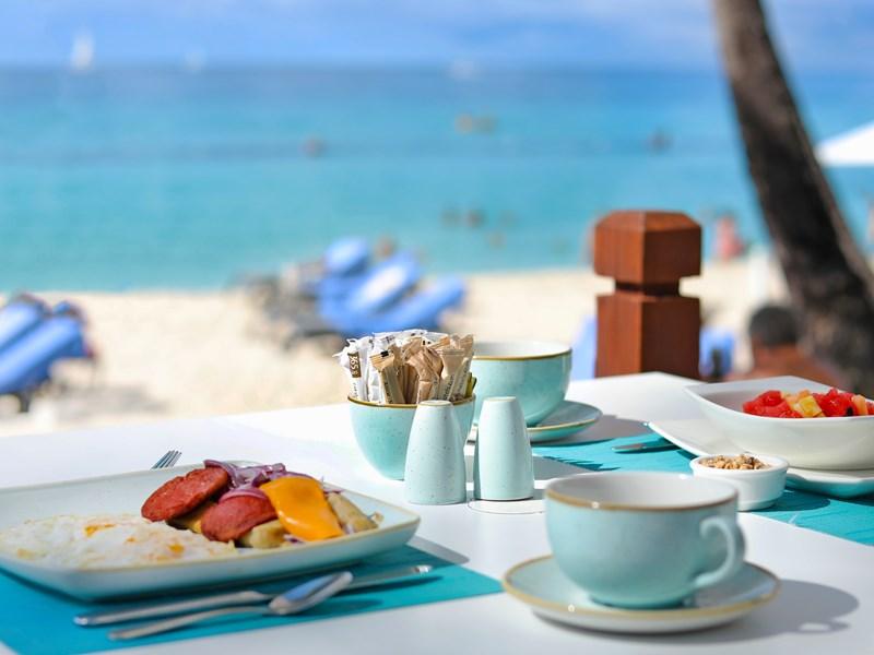 Prenez votre petit déjeuner face à la plage