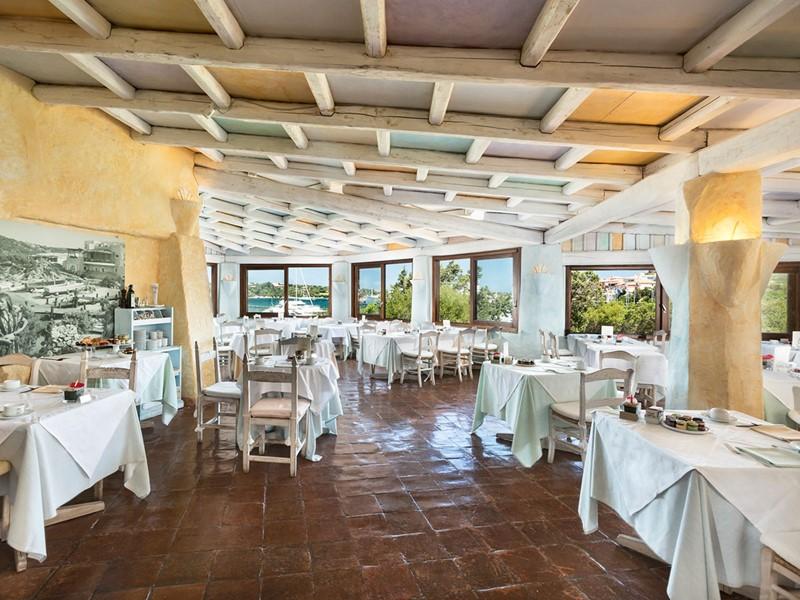 La salle de petit déjeuner de l'hôtel 5 étoiles Cervo