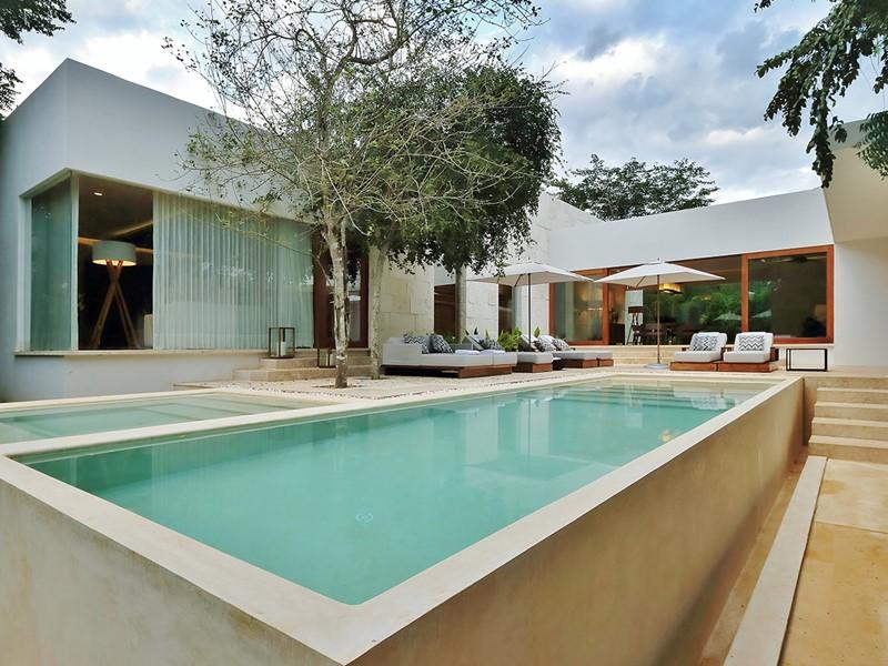 La belle piscine de la Presidential Villa du Chable