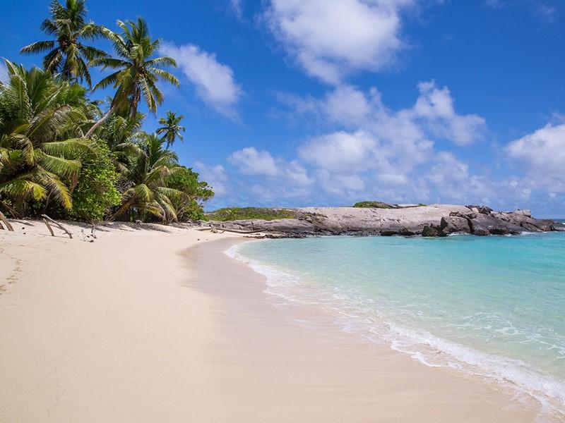 La plage des Chalets d'Anse Forbans aux Seychelles