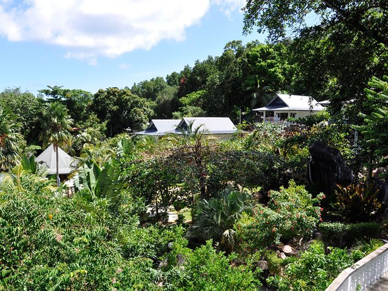 Le Château Saint-Cloud est entouré d'un merveilleux jardin tropical